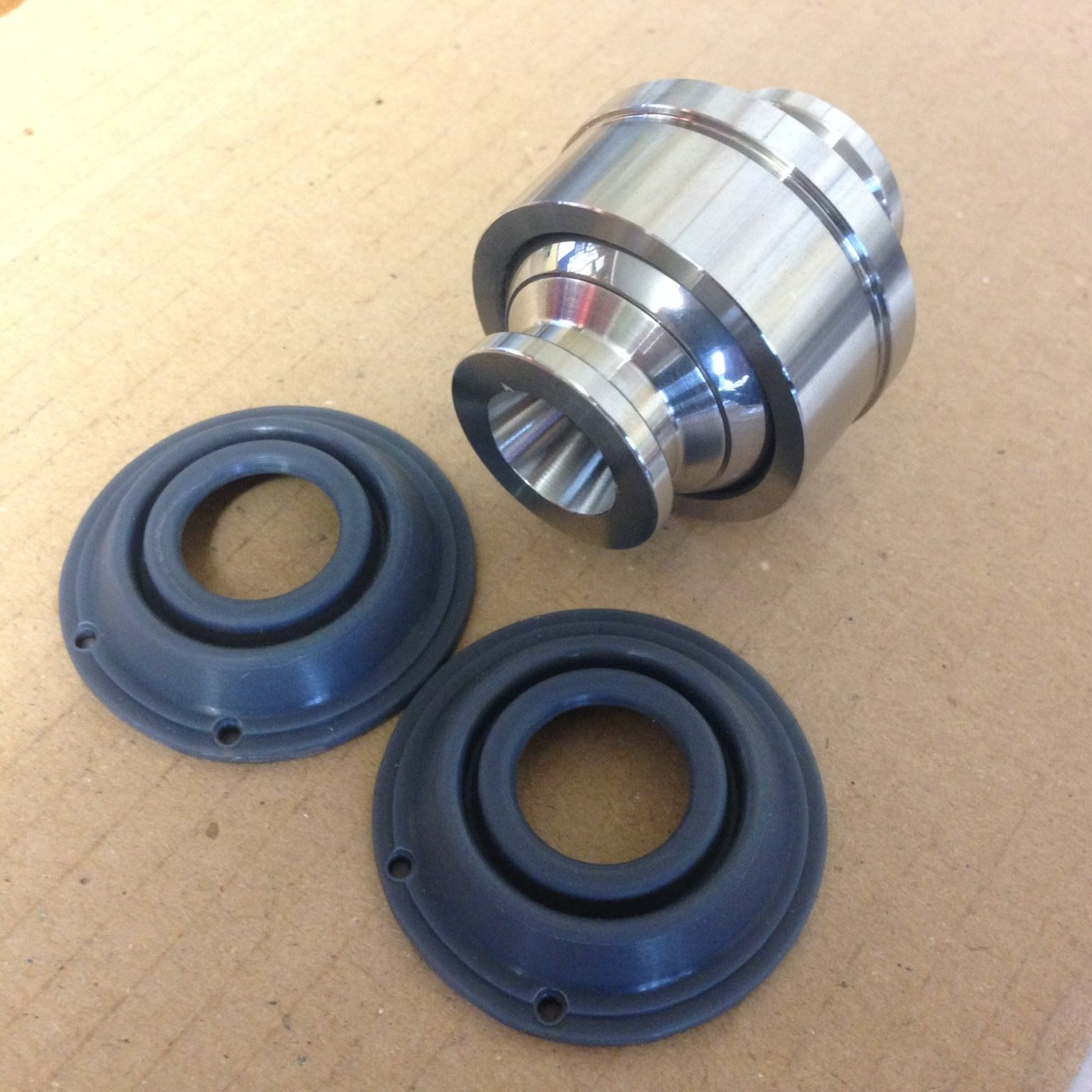203632 LOWER BALL JOINT INCLUDES 2X NEW SEALS (PATTERN)
