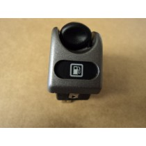 [171067] FUEL DOOR CONTROL SWITCH (Used)